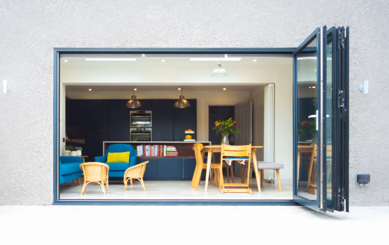Muswell-Hill-Folding-sliding-aluminium-doors-ODC120-90_2