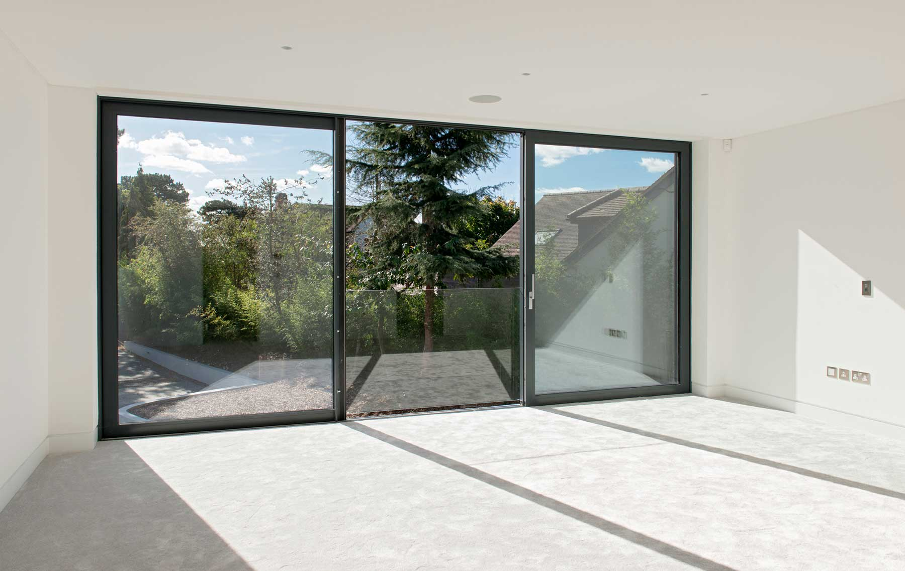 Slimline ODC300 sliding systems with glass balustrade on stunning new build