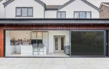 Sliding doors open up Dorset home